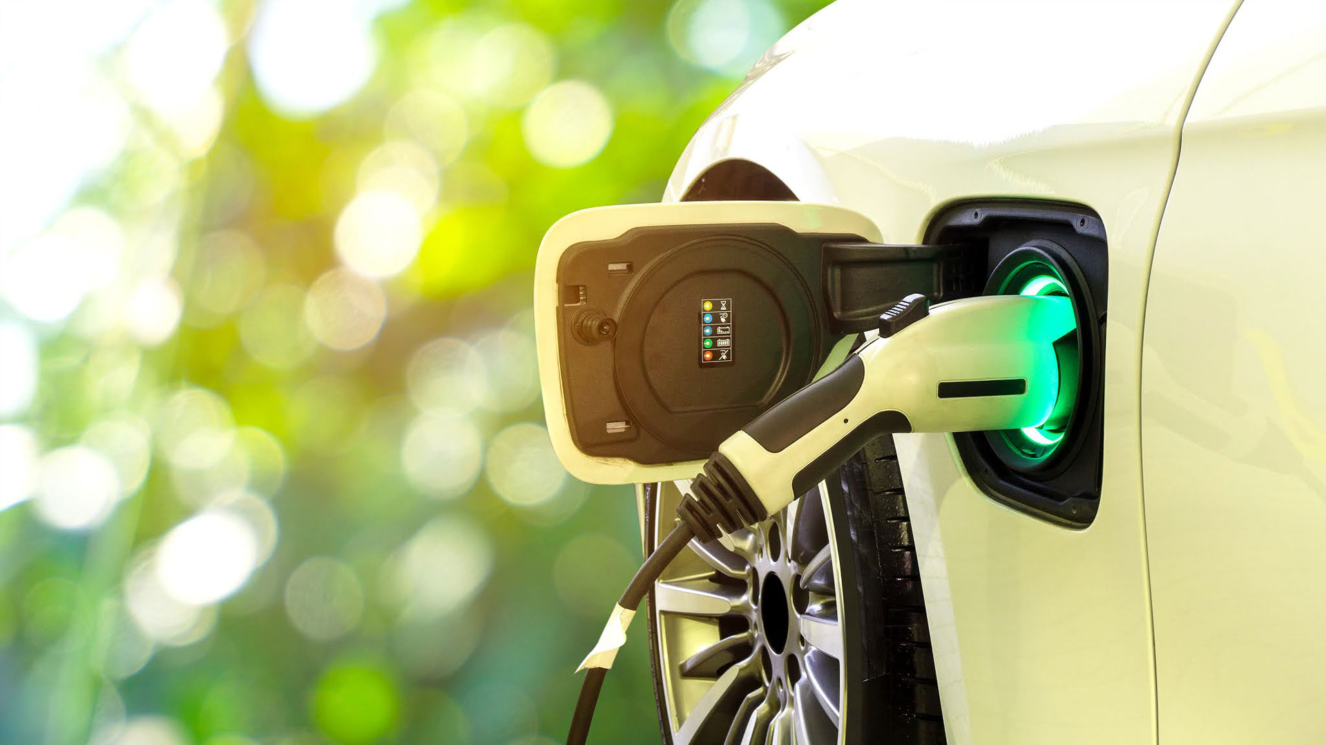 Ibrido ed elettrico alla prova del digital: un'occasione irripetibile per i brand automotive
